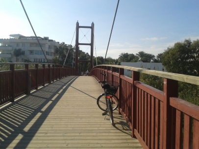 Crossing the Rio Verde suspension bridge
