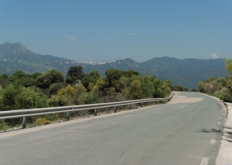 approaching Gaucín - photo: Liz Glazer