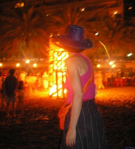 Playa de la Fontanilla bonfire