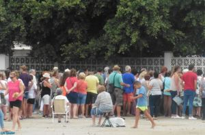 The congregation queues up for hot chocolate and churros provided by the Hermandad de la Virgen del Carmen